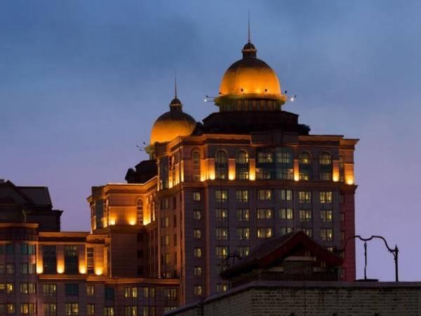Pudi Hotel Former Beijing Marriott Hotel City Wall