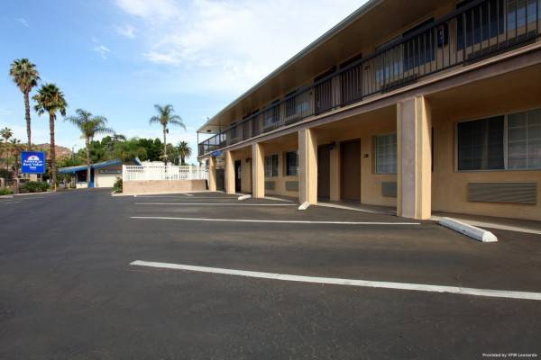 Hotel ABVI Riverside University Ave