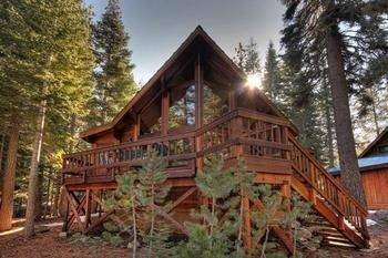 Hotel Fairway Family Cabin by RedAwning