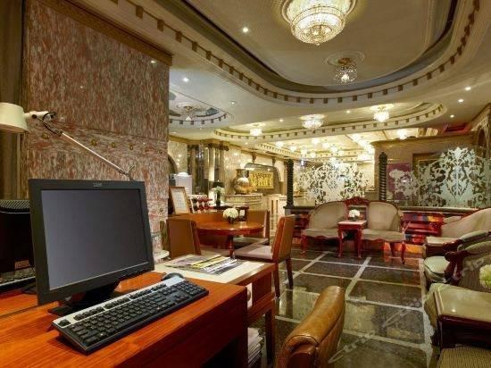 Charming City Hotel
