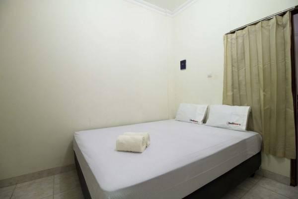 Hotel RedDoorz near Pulogadung