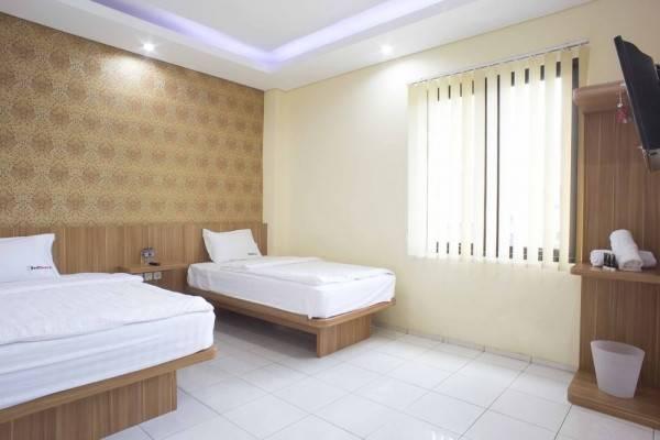 Hotel RedDoorz near Pasar Tanah Abang