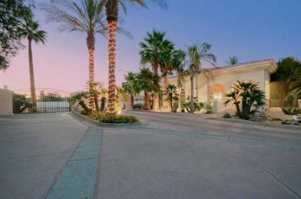 Hotel Scottsdale Regency Condo By Signature Vacation Rentals