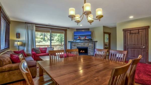Hotel Modern Rustic Central Truckee 3BR Newly Built Home by RedAwning