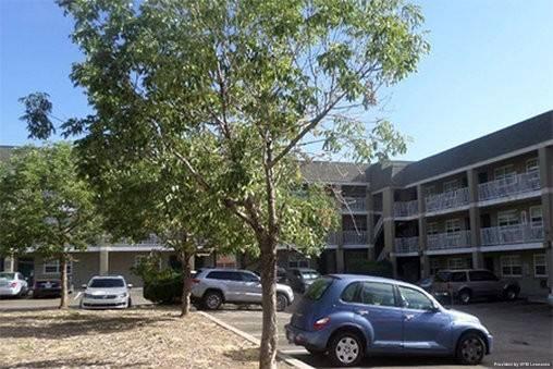 Hotel Crossland Lakewood West