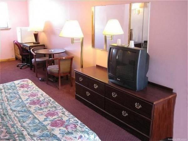 Red Carpet Inn and Suites Meriden
