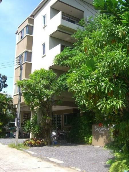 Hotel Benjamas Place
