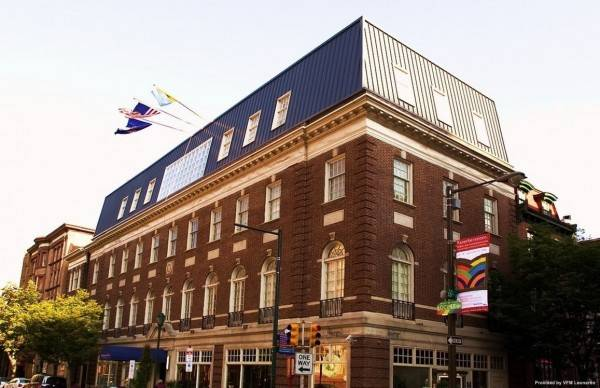 THE INDEPENDENT HOTEL