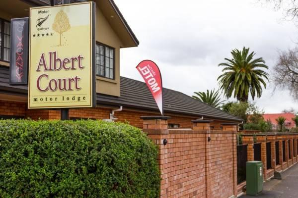 Hotel Albert Court Motor Lodge