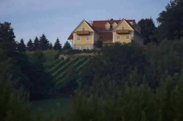 """Hotel Ferienwohnungen Friedrich """"Genuss im Winzerhaus"""""""