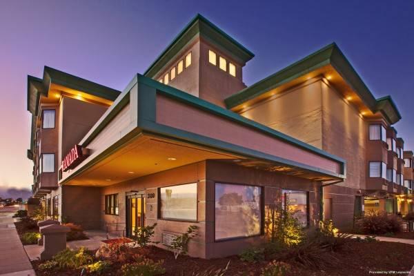 Hotel Ramada by Wyndham San Bruno SFO Airport