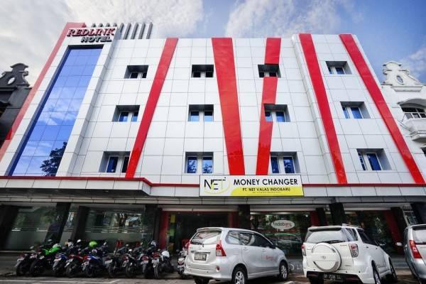 Hotel ZEN Rooms Near Mitra Raya