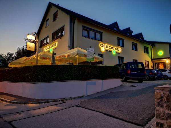 Hotel Glück - Auf