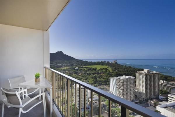 Hotel Aston Waikiki Sunset