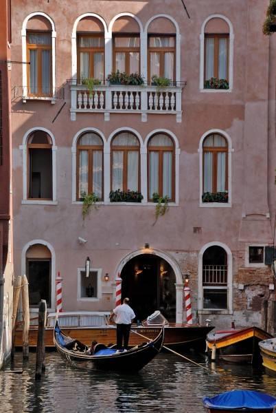 AllAngelo Art Hotel