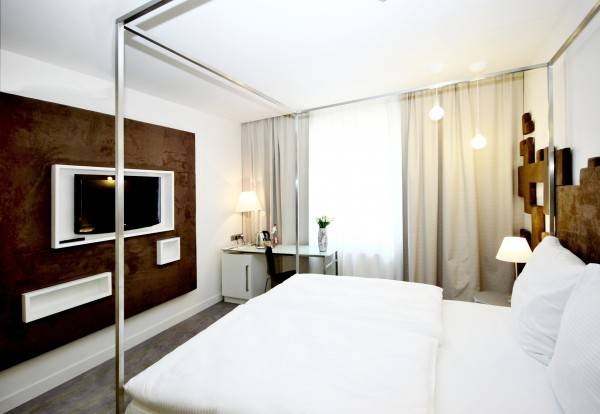 Hotel Pure White