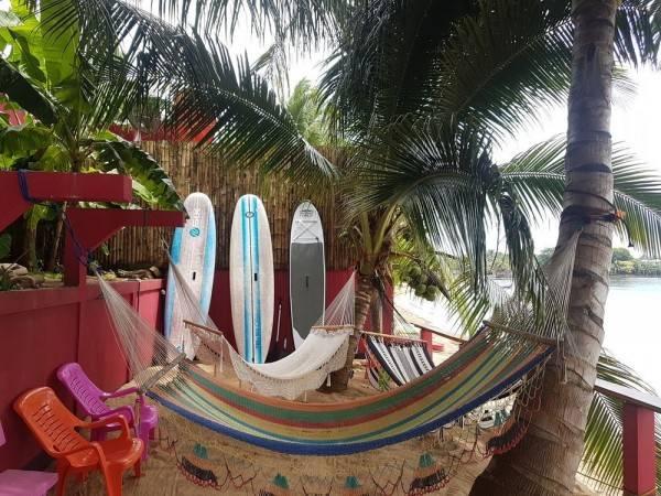Las Palmeras Beachfront Hotel