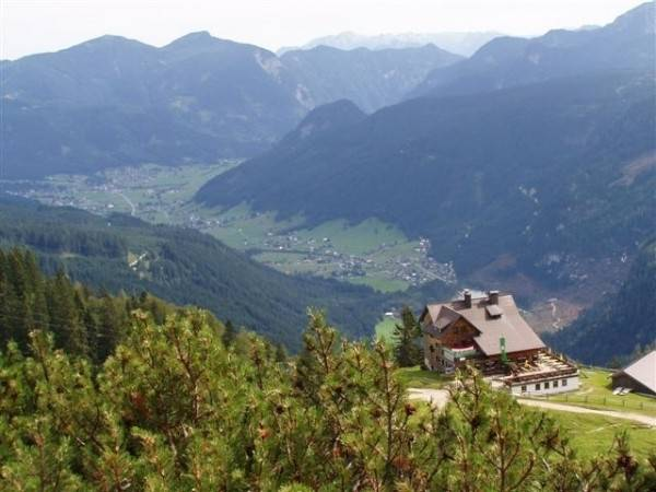 Ferien Urlaub Wandern bei ELFI in Gosau Dachstein Pension
