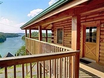 Hotel Douglas Lake Resort