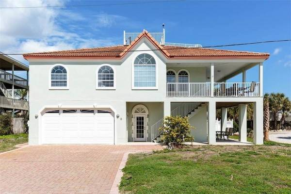 Hotel Golden Sands 5 Br home by RedAwning