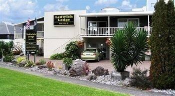Ledwich Lodge Motel