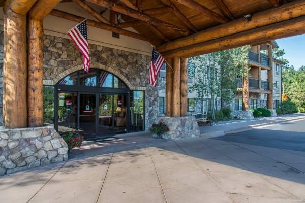 Hotel Comfort Suites Golden West on Evergreen