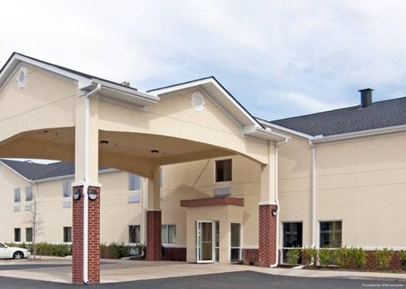 Econo Lodge Inn and Suites Pritchard Roa
