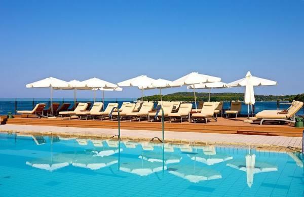 Hotel Splendid Golden Rocks Resort