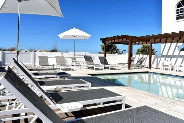 Hotel Barefoot Beach Club