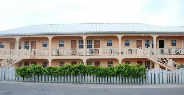 Hotel Connie's Comfort Suites