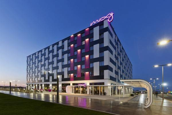 Hotel Moxy Vienna Airport