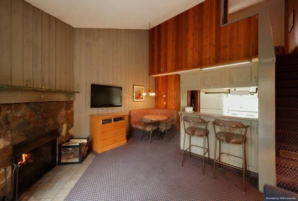 Hotel Douglas Fir Resort And Chalets