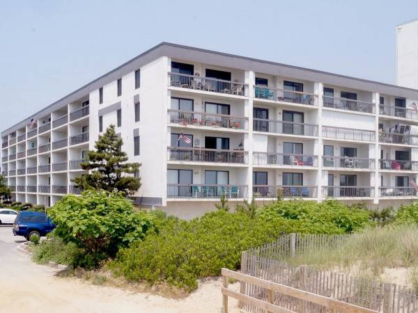 Hotel 81 Beach Hill 310 2 Br condo by RedAwning