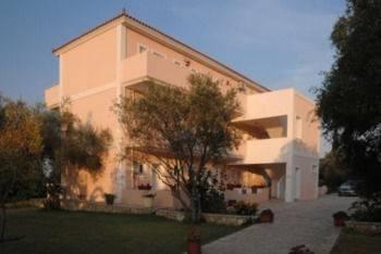 Hotel Helena's Studios