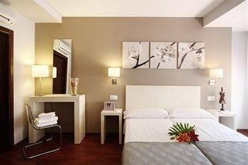 Hotel DormaValencia Hostal del Regne