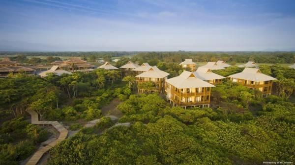 Hotel Indura Beach - Golf Resort Curio Collection by Hilton