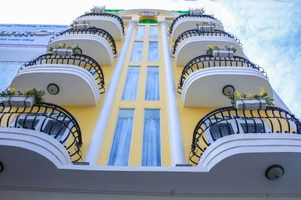 L&M Hotel