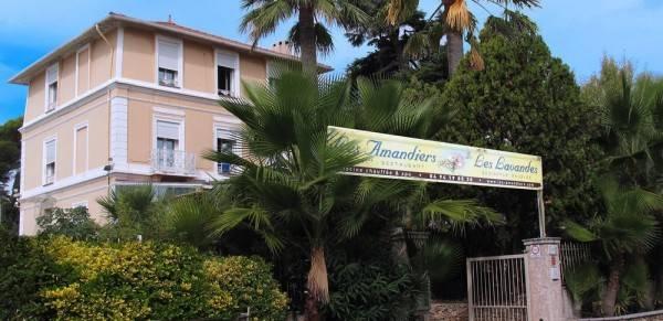 Hôtel et Studios Les Amandiers