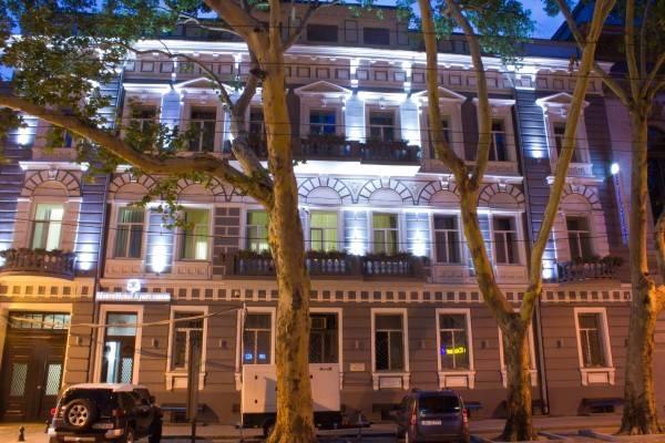 Metro Hotel Apartments Метро