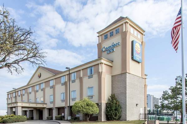 COMFORT INN AT FOUNDERS TOWER