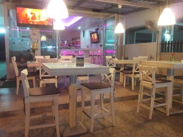 Hotel Phuket Airport Suites & Lounge Bar