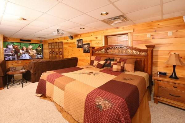 Hotel Owlpine 3 Br cabin by RedAwning