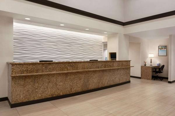 Hotel Ramada by Wyndham Suites Orlando Airport