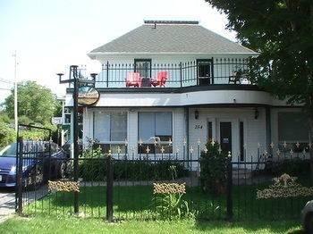 River Breeze Inn