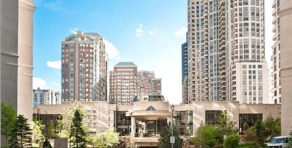 Hotel Downtown SQ1 Mississauga Executive Suites