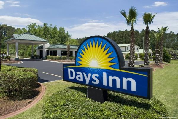 Days Inn by Wyndham Richmond Hill/Savannah