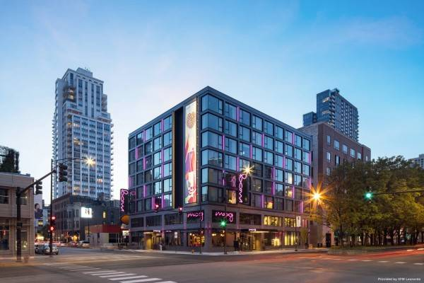 Hotel Moxy Chicago Downtown