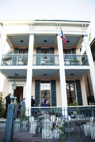Parisian Courtyard Inn