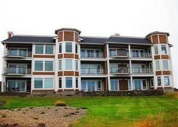Hotel Michael's Beach Place Shoreline Ridge by RedAwning