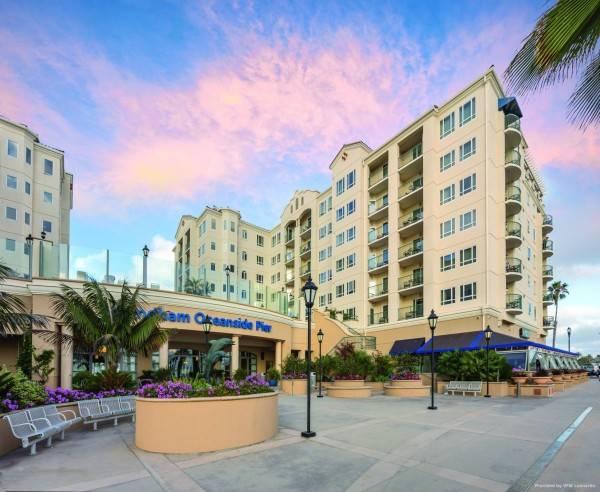 Hotel CW Oceanside Pier